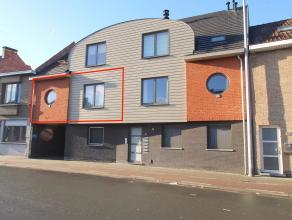 Goed gelegen, ruim volledig vernieuwd appartement met 2 slaapkamers in het centrum van Sint-Niklaas.De uitstekende ligging (nabij openbaar vervoer, sc