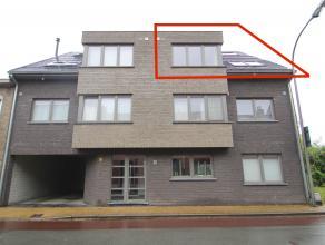 Uitstekend gelegen instapklaar duplexappartement (2009) met 2 slaapkamers met garagebox te Sint-Niklaas.De goede, centrale ligging nabij winkels en sc
