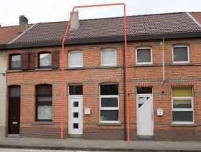 Gerenoveerde en instapklare woning met 3 slaapkamers, centraal gelegen te Temse. De uitstekende ligging nabij invalswegen (N16 en E17), centrum Temse,