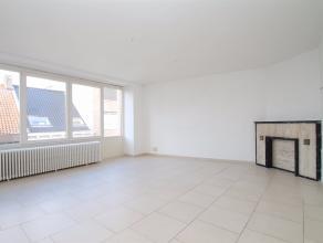 Uitstekend gelegen instapklaar appartement met veel lichtinval in het centrum van Sint-Niklaas. De goede ligging in het centrum van Sint-Niklaas nabij