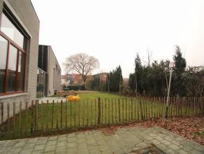 Nieuwe, energiezuinige halfopen bebouwing met grote tuin in het centrum van Sint-Niklaas.De rustige ligging nabij het stadscentrum, het goedgekeurd el