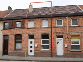Gerenoveerde en instapklare woning met 2 slaapkamers, centraal gelegen te Temse.<br /> De uitstekende ligging nabij invalswegen (N16 en E17), centrum