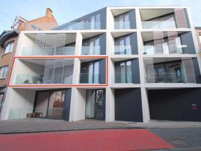 Uitstekend gelegen modern, luxueus afgewerkt nieuwbouwappartemement met 2 slaapkamers en terras in het hartje van Sint-Niklaas!De uitstekende centrale