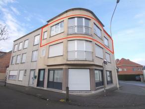 Goed gelegen 2 slaapkamer-appartement met terras nabij het centrum van Beveren.De goede ligging, het terras, de grote leefruimte, de fietsenberging, h