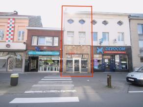 Op te frissen woning met ruime handel-/kantoorruimte op een perceel van 127m² te Sint-niklaas.De centrale ligging nabij scholen, winkels en E17,