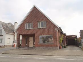 Bent u op zoek naar een goed gelegen woonst met garage en zonnige tuin in Lede? Bekijk deze woning dan even!<br /> De centrale ligging, de grote bewoo