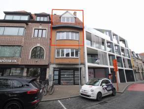Uitstekend gelegen, gerenoveerd duplexappartement met 2 slaapkamers en terras in het hartje van Sint-Niklaas!De uitstekende centrale ligging aan de Ho