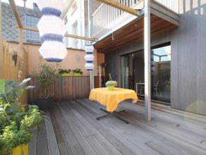 Uitstekend gelegen, luxueus en uiterst energiezuinig duplexappartement met 3 slaapkamers in Sint-Niklaas.De goede ligging, de hoogwaardige luxueuze af