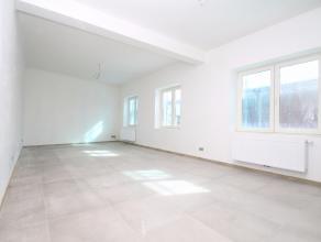 Volledig gerenoveerd 2-slaapkamer appartement op een uitstekende locatie in Sint-Niklaas met garage en terras.De totaalrenovatie, de goede ligging nab
