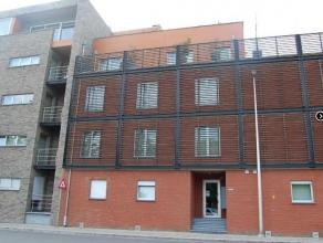 Recent gelijkvloers appartement, ideaal gelegen, vlakbij het station en op wandelafstand van de Grote Markt.  Via de inkomhal kom je in de ruime livin