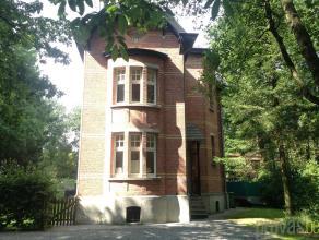 Karaktervolle woning in de rustige Diksmuidelei. De woning van 1930 werd volledig gerenoveerd en afgewerkt met zeer kwalitatieve en duurzame materiale