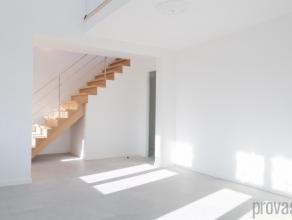 Volledig gerenoveerd tweeslaapkamerappartement van ca 130 m² in Mortsel. Het appartement is gelegen in een opvallend gebouw op de Liersesteenweg.