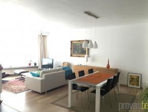 Ruim en stijlvol gerenoveerd tweeslaapkamerappartement van ca 90 m² gelegen op de Mechelsesteenweg. Het appartement geniet van een zeer centrale