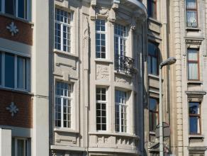 Uitmuntend handelspand van ca 50 m² in een magnifieke meesterwoning op de Koninklijkelaan in Berchem. Deze locatie, vlakbij de gezellige Pulhofwi