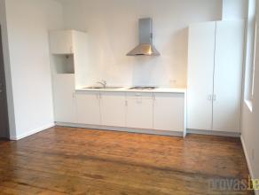 Aangenaam en licht appartement van ca 65 m² op een super centrale locatie in Antwerpen. Het appartement is gelegen in de rustige Prekerstraat, vl