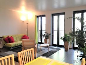 Modern tweeslaapkamerappartement van ca 104 m² op de vierde verdieping van een kleinschalige residentie in de Amsterdamstraat. Op een geweldige l