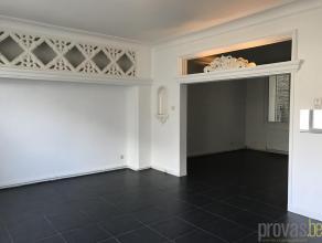 Charmant en licht appartement van ca 50 m² op een super centrale locatie in Antwerpen. Het appartement is gelegen in de rustige Prekerstraat, vla