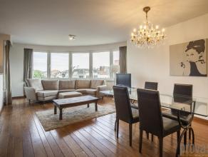 Zeer licht appartement van ca 95 m² gelegen op de Britselei, pal tegenover het oude Justitiepaleis. Deze ligging is uitermate centraal tussen het