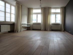 Prachtig, gerenoveerd instapklaar appartement op de eerste verdieping in een residentieel gebouw. In het centrum gelegen van Roeselare. Lichtrijk met