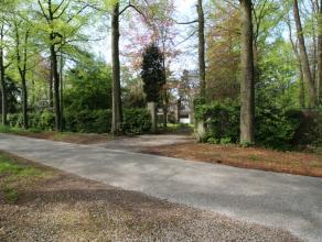 Residentieel, uniek gelegen stuk bouwgrond. Uiterst rustig, prachtige bosrijke open omgeving. Perceel bereikbaar via mooie dreef. Perfect georiën