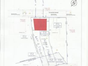 Bouwgrond voor half open bebouwing. Oppervlakte grond: +/-7a08. Breedte bouwgrond straatkant +/- 11m71.
