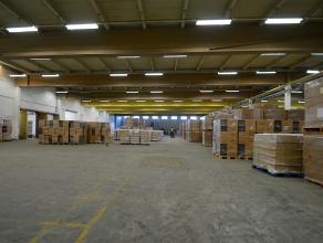 """BEDRIJFSGEBOUW bestaande uit kantoorruimte (135m²) enopslagruimte (3.385m²) met 2 laadkaden en hoge sectionaalpoort op industriezone """"Herder"""