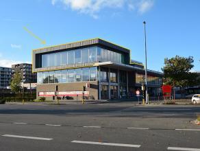 Instapklare KANTOORRUIMTE(283m2)met ZUIDgericht TERRAS en alle voorzieningen. Op ZICHTLOCATIE te Brugge (Station). Ruime parkeergelegenheid boven -en