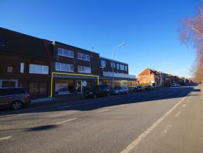 Instapklaar HANDELSPAND (290m2) vlakbij station en autosnelweg E40/E403 te Brugge (Sint-Michiels). Op een ZICHTLOCATIE (veel passage naar het station!
