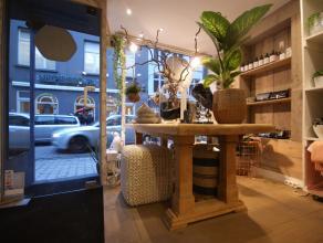 Instapklaar en volledig HANDELSPAND bestaande uit winkelruimte met eerste verdieping en zolder (stockage) op AAA-locatie in de winkelstraat van Brugge