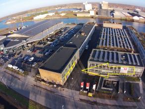 OPSLAGRUIMTES(2x 75m² en 1x 80m²)met sectionaalpoort op industriezone te 8000 Brugge (Sint-Pieters). Benaderende AFMETINGEN:75m² of (5,