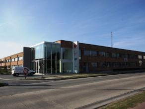 Luxueus afgewerkte en bemeubelde kantoorruimte (40m²) te Brugge! Vlot bereikbaar via Expresweg. CONCEPT: bedrijvencentrum van bemeubelde kantoren