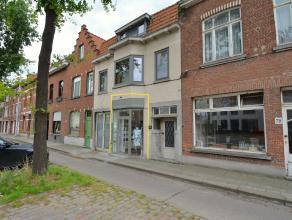Instapklare WINKELRUIMTE (± 75m2) langs een drukke invalsweg van Brugge = Maalse Steenweg. Volledig gerenoveerd in 2010! INDELING:Inkom - winke