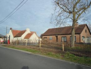 IN OPTIE !!  -  Uniek gelegen woning voorzien van een inkomhal met apart toilet, leefruimte met zongericht terras, ingerichte keuken, grote droge keld
