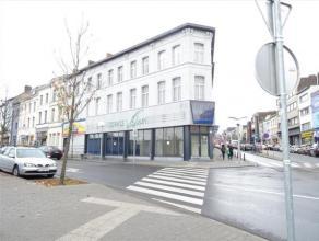 """SUPERBE OPPORTUNITE à saisir : magasin/commerce/bureaux situé en face du nouveau projet """"LA STRADA"""", dans une rue commerçante et"""