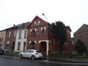 JOLIE MAISON A LOUER 3 chambres, avec terrasse et jardinet à l'avant, se compose d'un hall d'entrée, vestiaire, cuisine équip&eac