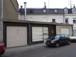 Lot de 2 maisons unifamiliales qui communiquent ensemble à chaque étage (séparation par des portes). Possibilité de s&eacu