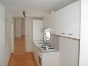 Studio Grand Rue à Arlon comprenant une cuisine équipée et une salle de bain privé. Loyer 350euro Bail d'un an minimum. Li