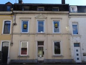 Proche de la gare d'Arlon, cet immeuble actuellement amenagé en appartements et pouvant être réamenager facilement en maison unifa