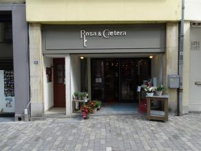 Rex commercial idéalement placé dans la rue commercante d'Arlon. Ancien magasin de fleurs avec une chambre froide et une réserve.