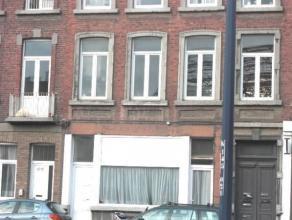 Spacieux appartement une chambre situé au premier étage d'un petit immeuble calme, à proximité du centre de Namur et des t