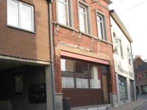 Duplex au coeur d'un immeuble calme, situé à Flawinne (Namur) <br /> Il se compose d'un living, d'une cuisine équipée, d'u