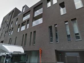 Verzorgde bemeubelde studio in hartje Antwerpen gelegen in restidentie Auxilia.Inkomhal met vestiairekasten, ruime woon-en eetkamer (ca. 35m²) op