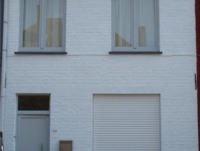 Goed gelegen woonhuis, Gesloten bebouwing. glvl. gang, voorkamer, living, keuken, badkamer, berghok, (dak vernieuwd), berguimte onder trap. 1ste Verd: