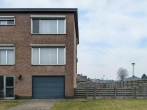 Netjes onderhouden half-open Bel-etage. Deze instapklare woning is rustig en centraal gelegen in een aangename wijk te Lille. De woning omvat op het g