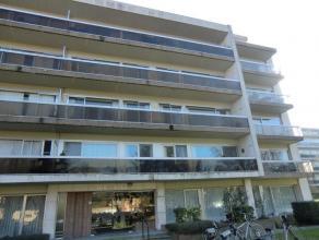 """RUIM APPARTEMENT EN AUTOSTANDPLAATS Gunstig gelegen ruim appartement in """"Res.Ter Beke"""" en autostandplaats in """"Res.Ter Poorte"""", gekad. Brugge, 22e afd."""