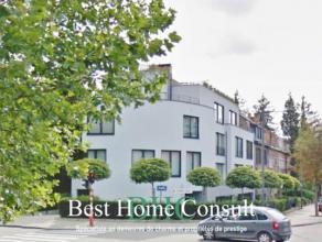 Sise au coeur d'Uccle, dans un quartier fénéficiant de nombreuses facilités, découvrez cette maison contemporaine de &plus