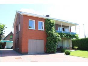Residentieel en groen gelegen vergunde B&B (4 kamers met bijhorend sanitair + privé-woonst). Door de ligging, het volume en alle voorzienin