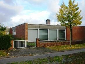 Gelijkvloerse 2-slaapkamerwoning (open bebouwing) met mooie woonvolumes en omliggende tuin. Bijzonder goede, rustige en residentiële ligging nabi