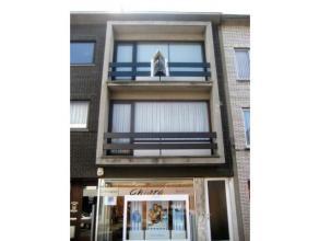 Degelijk appartement met terras op 2de verdieping met 2 slaapkamers, ruime woonkamer met open haard. Dit appartement is gelegen nabij scholen, winkels