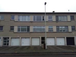 Gezellig appartement op 2de verdieping met 2 slaapkamers en garage. Dit appartement heeft een grote woonkamer, keuken, 2 slaapkamers en badkamer met t